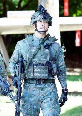Taecyeon-Military2