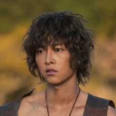 song-joong-ki-beberkan-alasan-pilih-asadal-chronicles-sebagai-drama-comeback-EYR2pOnFQT