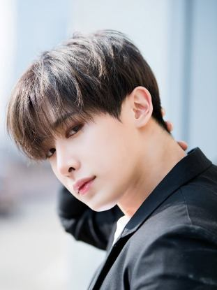 Wonho-miraaa-41261038-720-1080